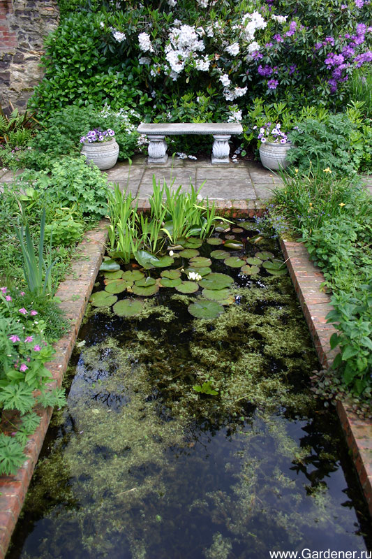 Остальные зоны сада носят более неформальный характер.