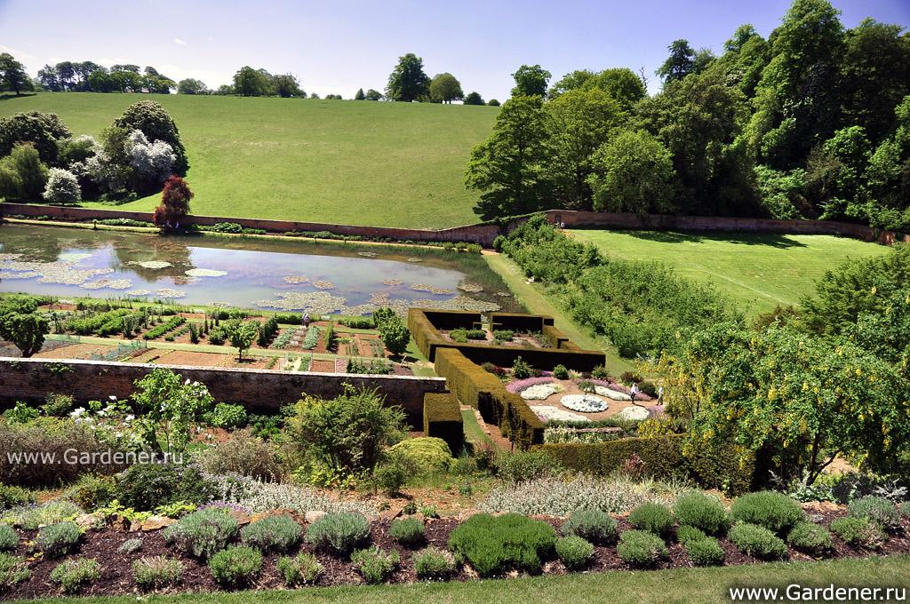 Сад поместья был также спланирован во